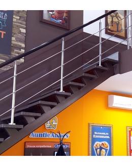 Маршевая лестница М7 на металлическом каркасе