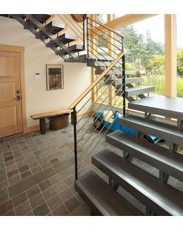 Маршевая лестница М10 на  косоуре
