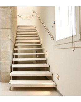 Больцевая лестница Б2 с каркасом из нержавеющей стали