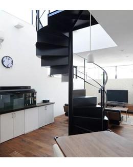 Винтовая лестница В2 с закрытыми ступенями