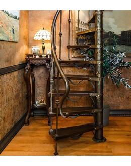 Винтовая лестница В8 с художественной ковкой