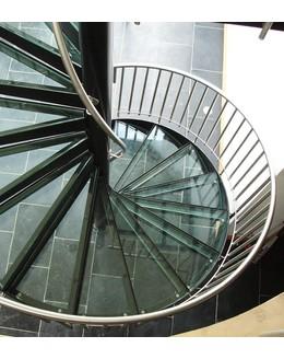 Стеклянная лестница   ЛС 4 винтовая на тетиве