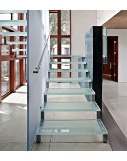 Стеклянная лестница ЛС 8 поворотная с площадкой