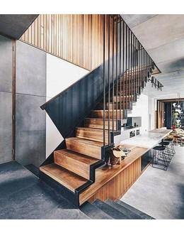 Маршевая лестница   М18 поворотная на косоуре