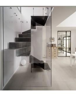 Винтовая лестница В10 с закрытыми подступенками