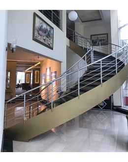 Кольцевая лестница КО-10 со ступенями из мрамора