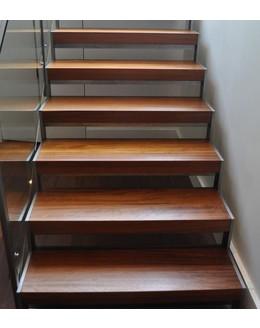 Маршевая лестница М21 поворотная с площадкой