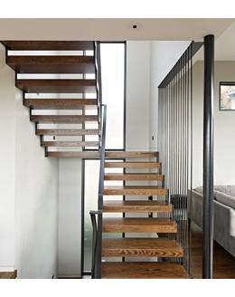 Маршевая лестница М22 поворотная с площадкой