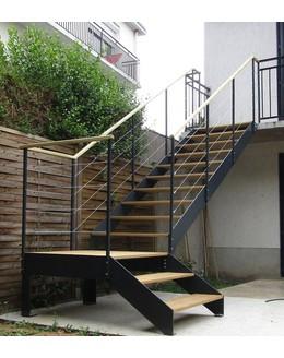 Маршевая лестница М23 поворотная с площадкой на тетиве