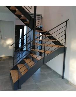 Маршевая лестница М24 поворотная забежная на тетиве