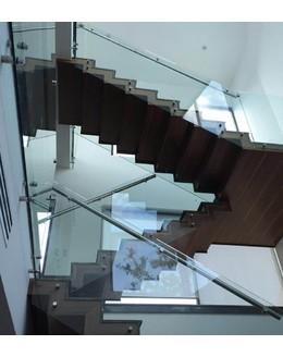 Маршевая лестница М25 поворотная с площадкой