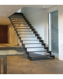 Маршевая лестница М26 прямая на косоуре