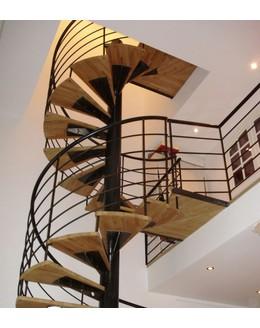 Винтовая лестница В15 со ступенями из дуба