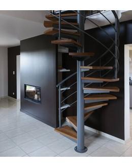 Винтовая лестница В16 со ступенями из лиственницы