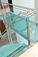 Стеклянная лестница и ограждение со стеклом