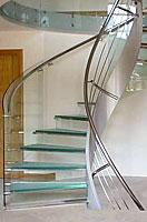 Винтовая лестница со стеклом
