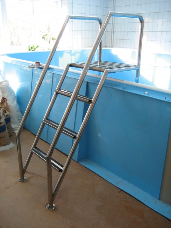 Лестница для бассейна из стремянки 194